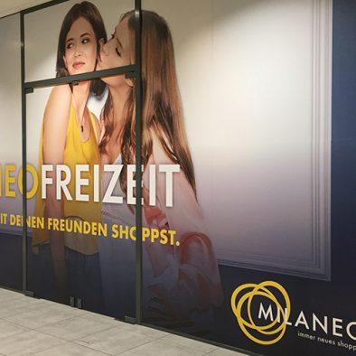 Beschriftung auf Schaufenster Freizeit Milaneo Stuttgart - Designcon