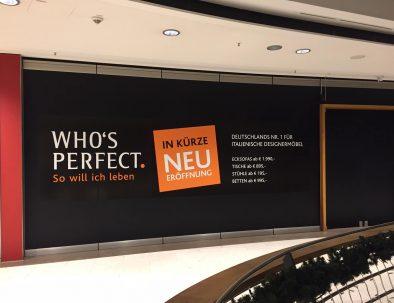 Schaufenster Beschriftung und Klebefolien als Werbebanner - Designcon Stuttgart